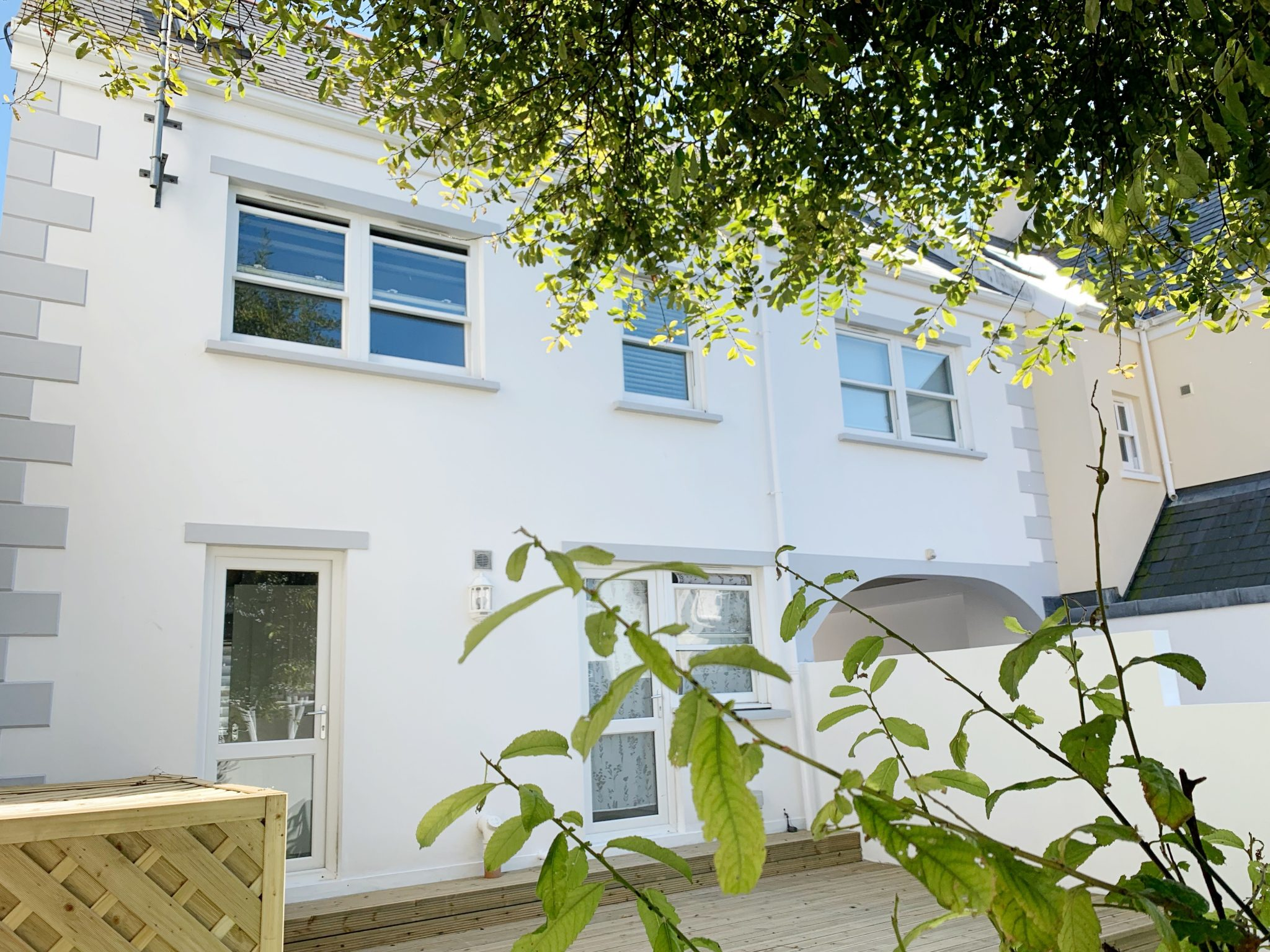 4/5 Bedroom 3 Story Town House With Garden & Parking