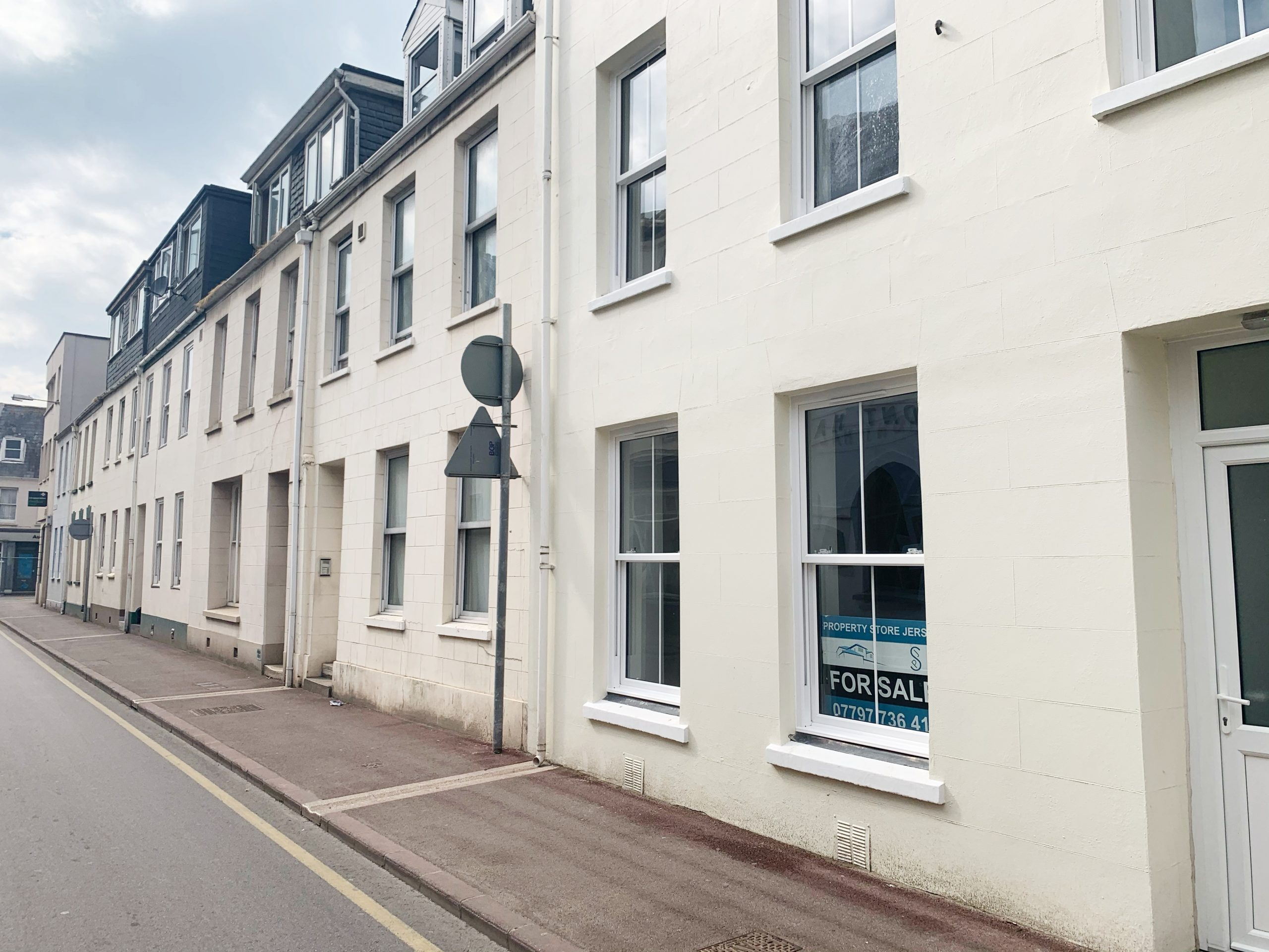 Large First Rate Fully Renovated Ground Floor Apartment, on Belmont Road