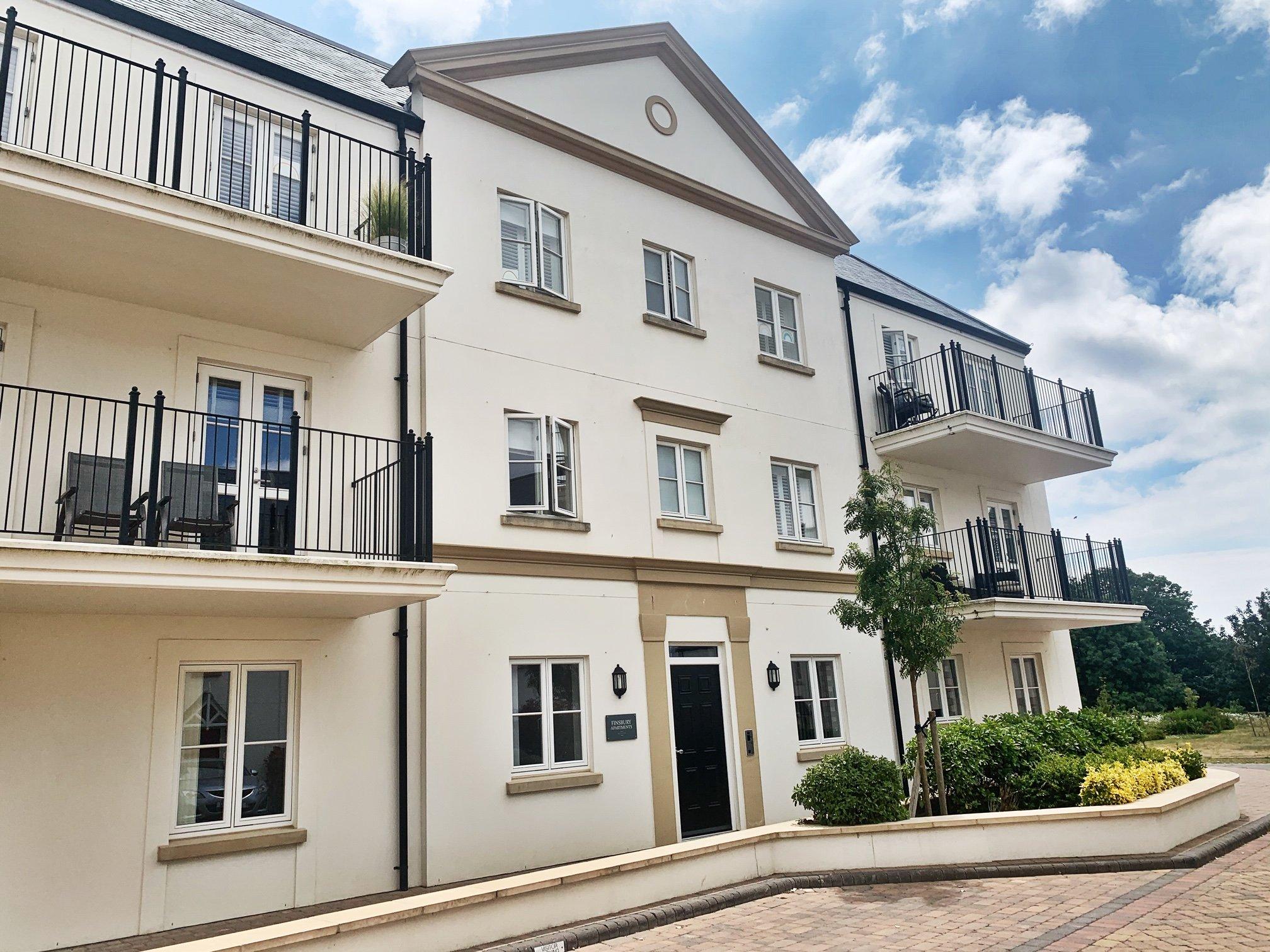 2 Bedroom, 2 Bathroom Ground Floor, Garden Apartment with Parking for 2, Finsbury Apartments
