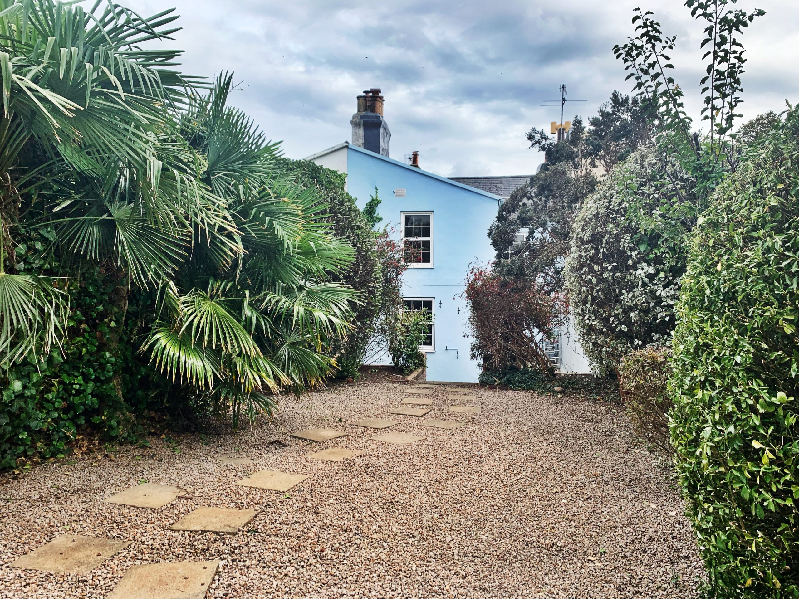 Large Four Bedroom Town House, Set Over Two Floors, with Front & Back Garden, Located in Rouge Boullion
