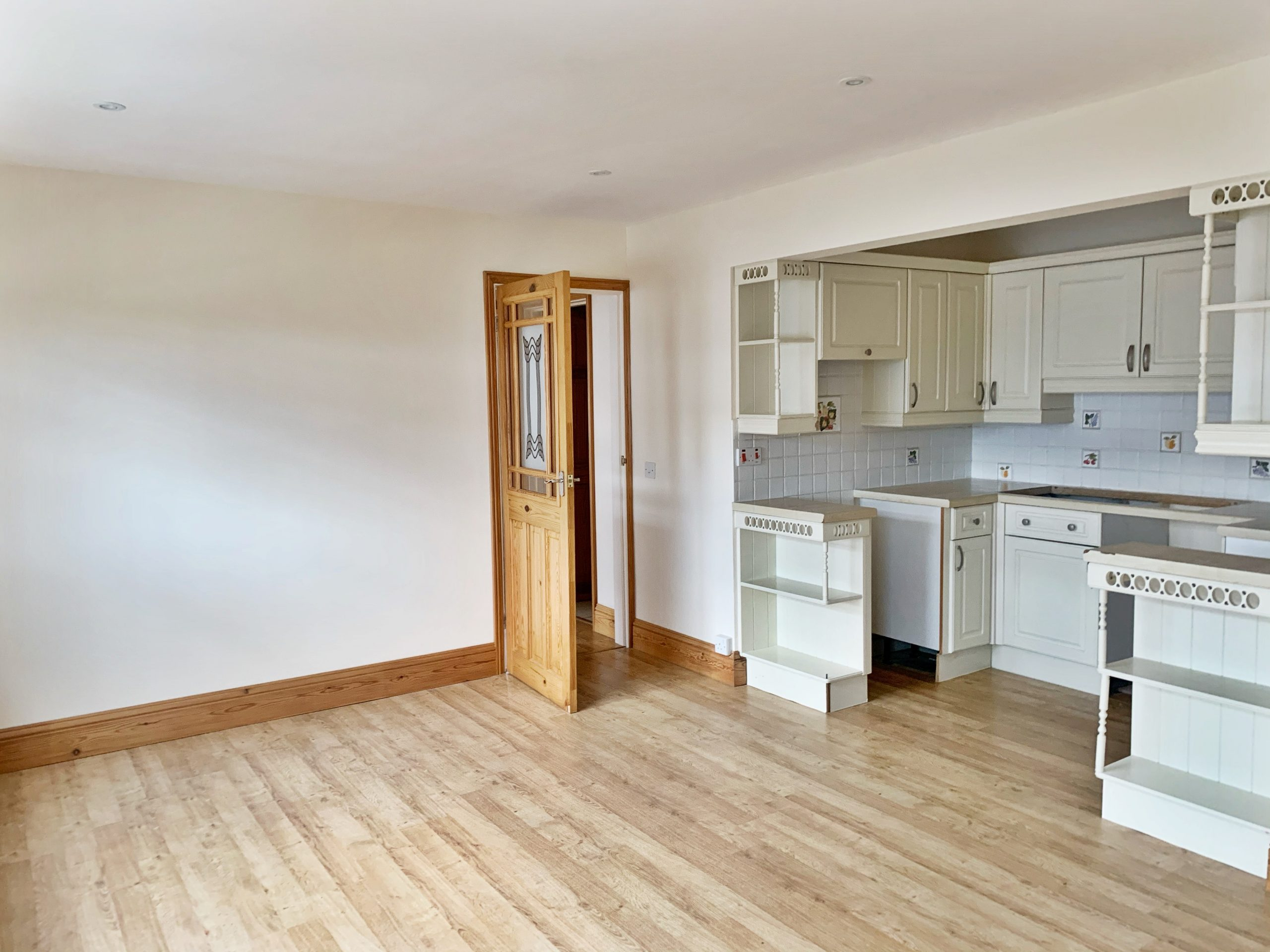 2 Bedroom Top Floor Apartment located in Wellington Court, with Parking, St Saviour