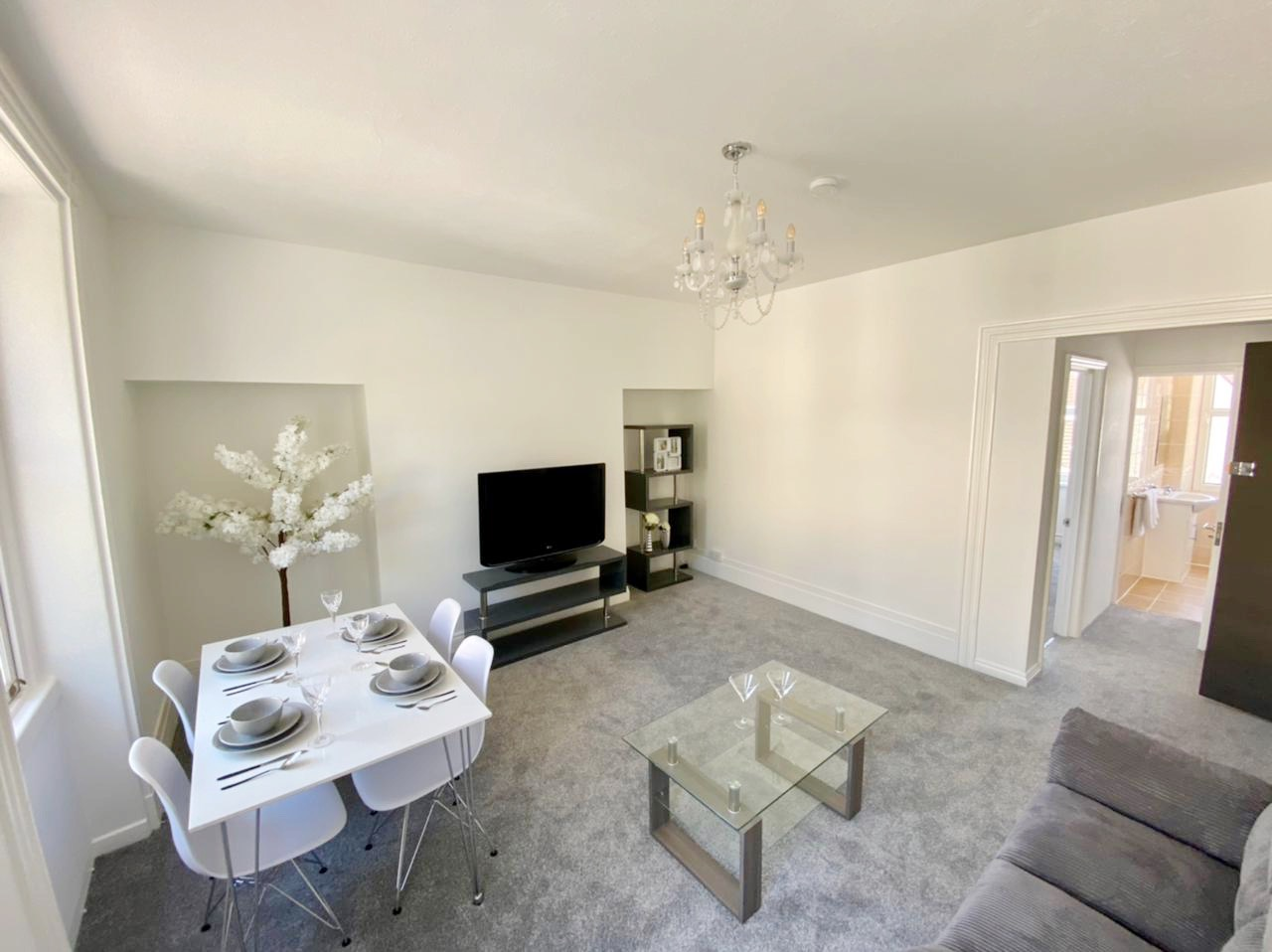 Spacious Flying Freehold 1 Bedroom Apartment with Designated Parking, St Helier