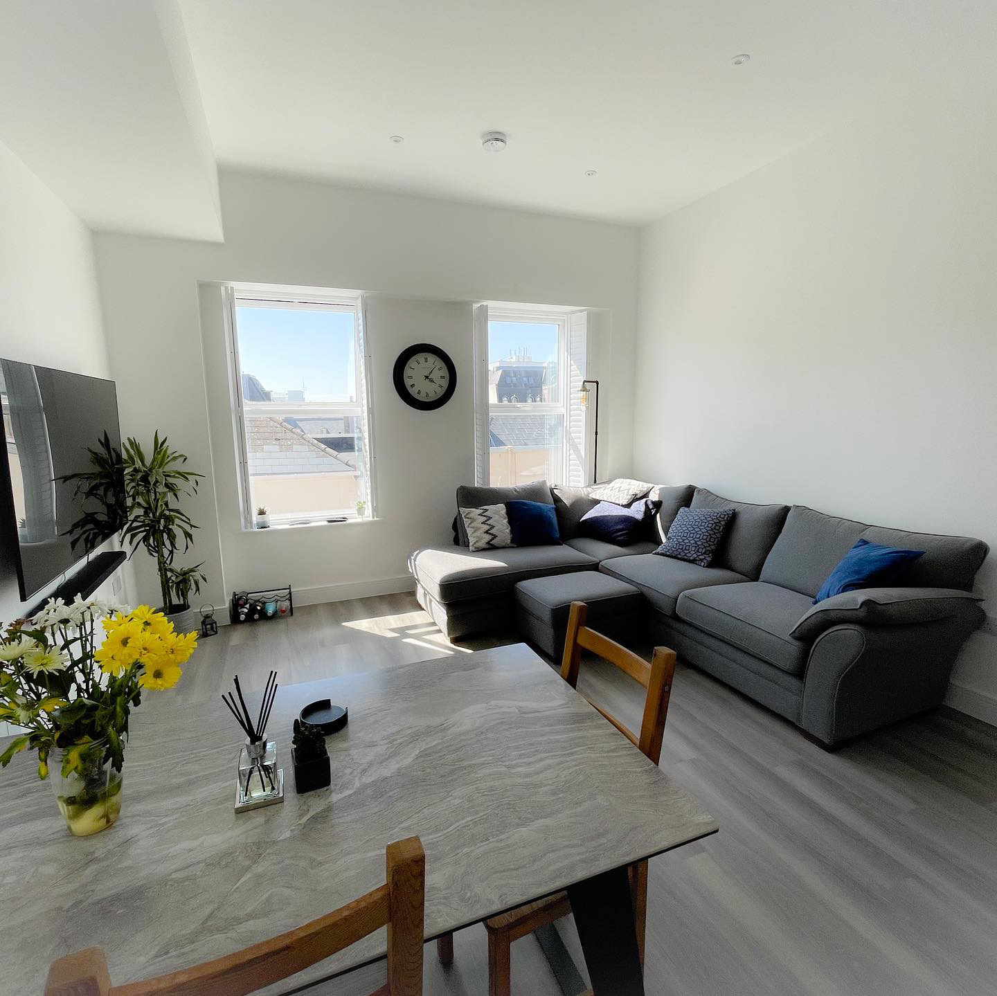 2 Bedroom Apartment Located in the Prestigious Waterloo South, with Parking