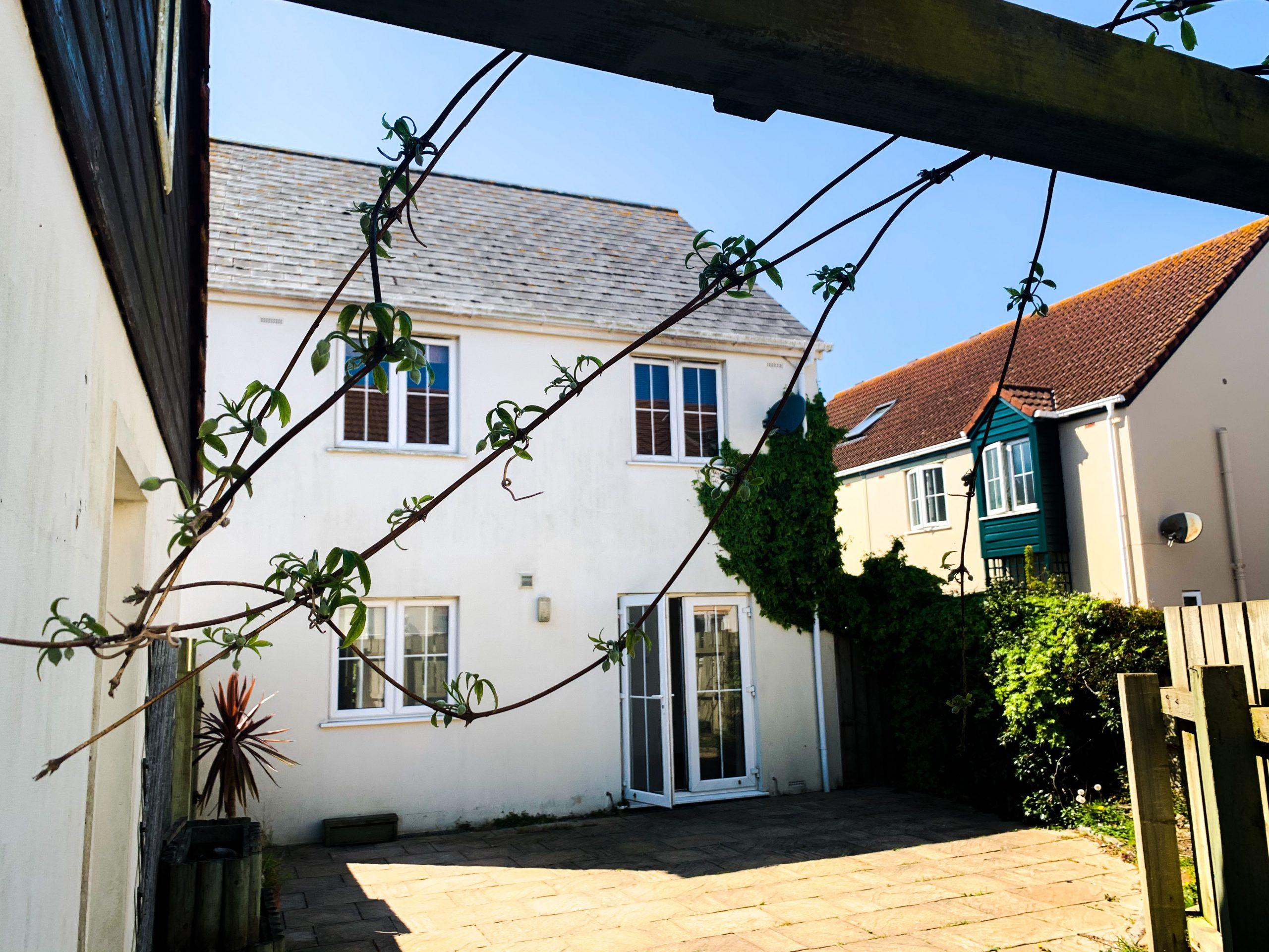 Ideal Detached 3 Bedroom Family Home in the West! Garage, Parking & Garden