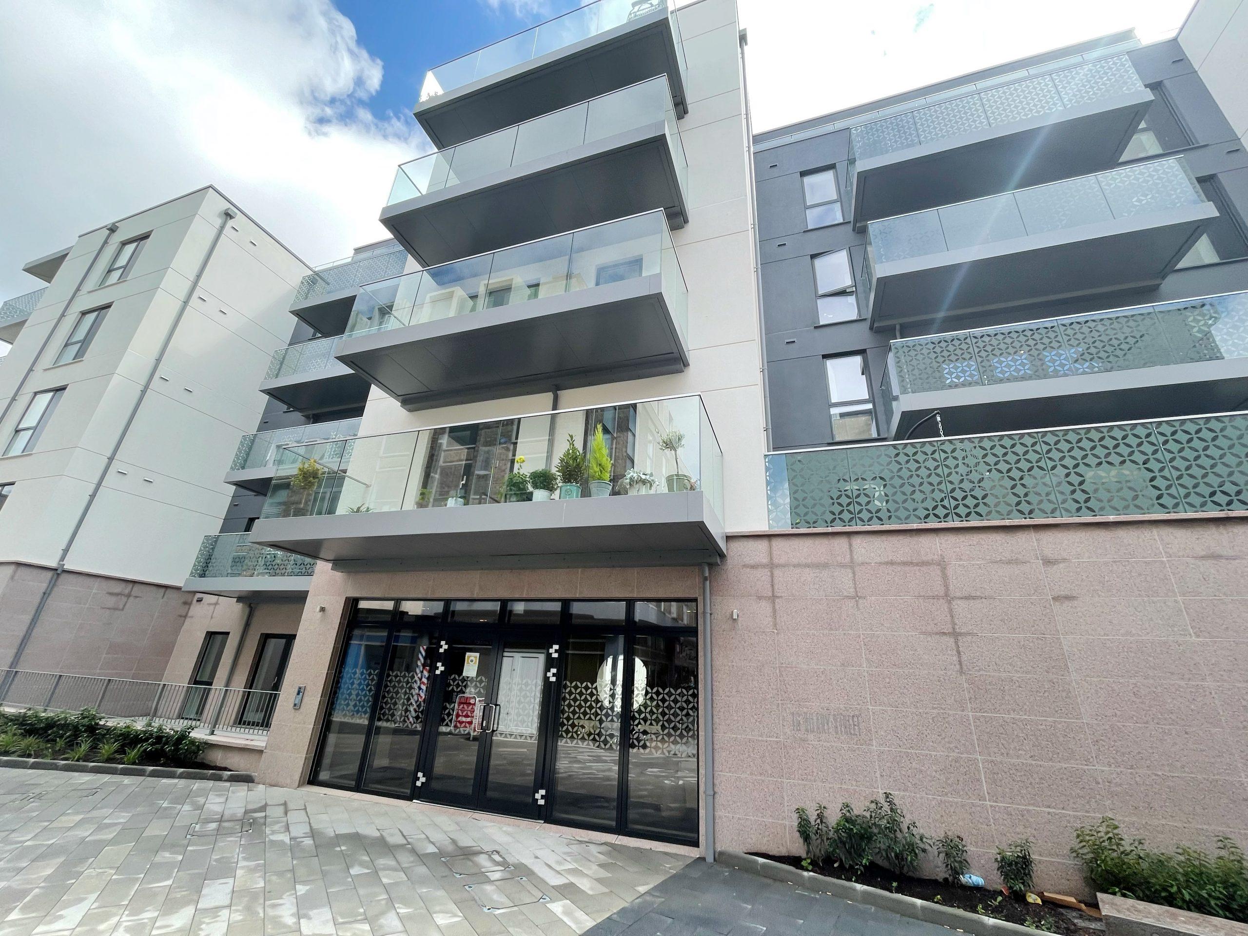 Contemporary New Ground Floor Dandara Build, 2 Bedroom Apartment, with Huge Patio!